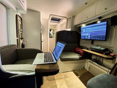 Stembus-cabine3